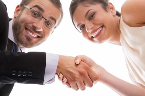 Заключение брачного договора: рукопожатие супругов